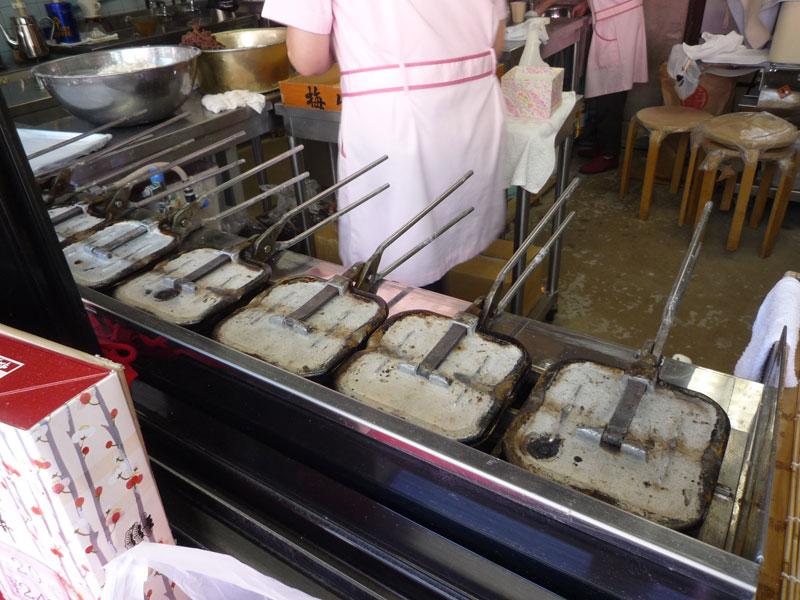 松屋の梅ケ枝餅は手焼き